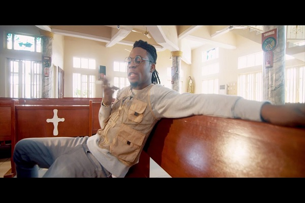 Larry Gaaga Man No Be God Video